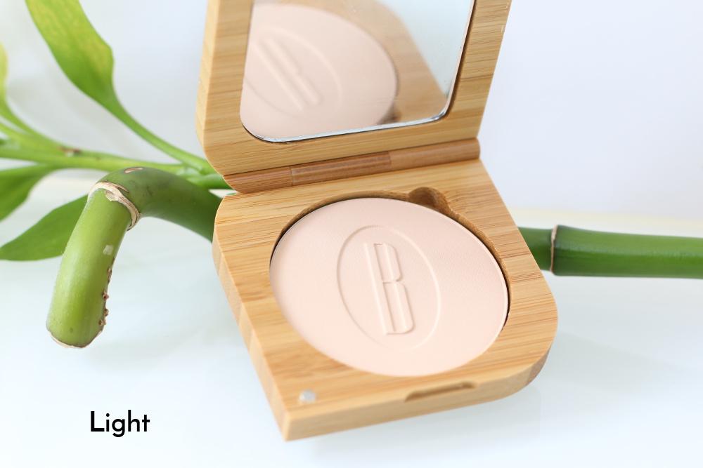 Poudre minérale compacte bio, vegan, naturelle et cruelty-free Light de Baims
