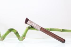 Pinceau de maquillage vegan mini kabuki biseauté de Baims