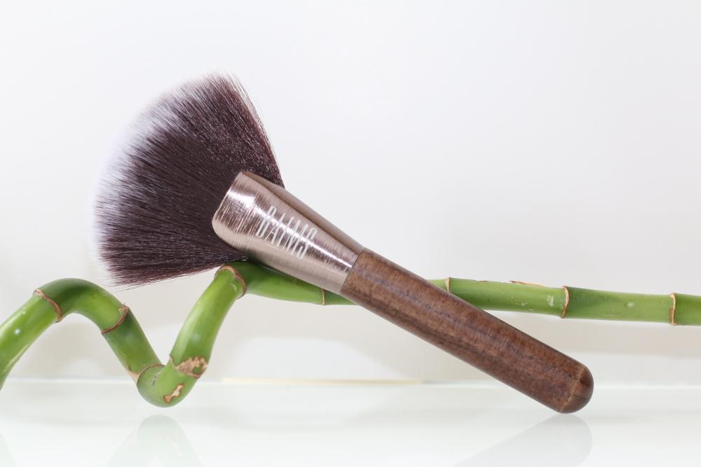 Pinceau de maquillage vegan pour poudre format éventail de Baims